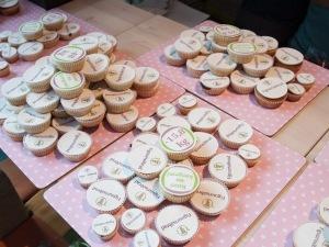 Maitsvatel muffinitel Figuurisõprade logo